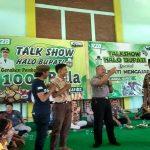 Kapolsek Sulang, AKP Heri Basuki memberikan jawaban, saat siswa bertanya di sela-sela kegiatan Bupati Mengajar di SMA N I Sulang, Jum'at (14/02).