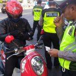 Polisi di Rembang menggelar operasi lalu lintas.