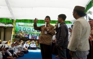 Muhammad Faisol memberikan kesaksian seputar program beasiswa, ketika Bupati Mengajar di SMP N I Pancur, Jum'at (13/03).