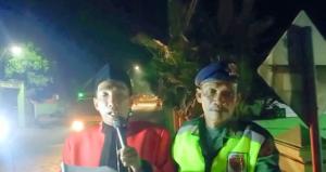 Kepala Desa Pamotan, A. Maskur Rukhani mengumkan pemberlakuan jam malam. (Foto atas) Suasana perkampungan penduduk di Pamotan.