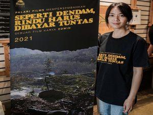 Ladya Cheryil, pemeran film Seperti Dendam, Rindu Harus Dibayar Tuntas (femindonesia). (Foto atas) Suasana syuting film di Jl. Kartini Rembang.