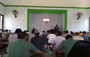 Ibadah di dalam Masjid (ilustrasi).