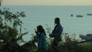 Dua orang wanita ini menikmati destinasi wisata pinggir pantai di Rembang. Semenjak wabah corona merebak, sektor pariwisata ikut merasakan imbasnya.