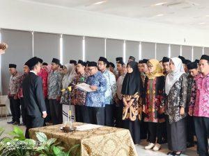 Panitia Pemilihan Kecamatan (PPK) untuk Pilkada Rembang, saat dilantik, Sabtu (29/02).