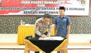 Penandatanganan MoU antara Polres dengan PWI Kabupaten Rembang, Senin (23/03).