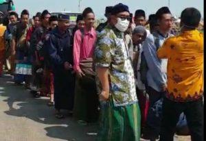 Santri pondok pesantren Al Anwar Sarang, pulang ke daerah masing-masing, Senin (30/03).