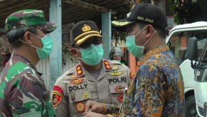 Kapolres Rembang, AKBP Dolly A. Primanto (tengah) berkoordinasi dengan Dandim dan Wakil Bupati.