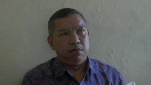 Kepala Dinas Kesehatan Kabupaten Rembang, Ali Syofii. (Foto atas) Petugas keamanan RSUD dr. R. Soetrasno Rembang mengecek suhu tubuh pengunjung rumah sakit.