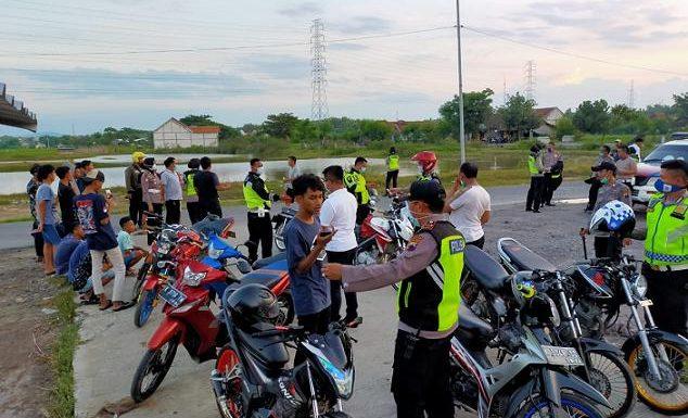 Kanan Kiri Tambak Dan Sawah, Aksi Balapan Liar Terkepung Polisi