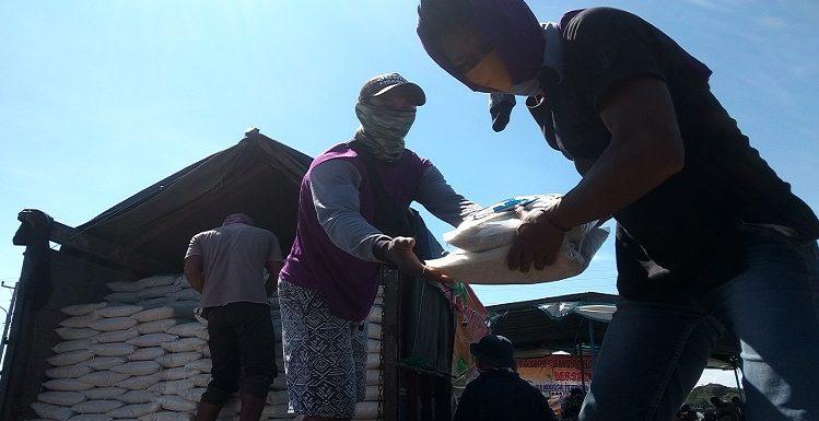 Nelayan Cantrang Salurkan 27 Ton Beras, Kurangi Beban Warga Akibat Pandemi Corona