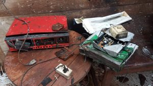 Peralatan elektronik dan atap rumah warga Desa Manggar Kecamatan Sluke rusak, akibat tersambar petir.