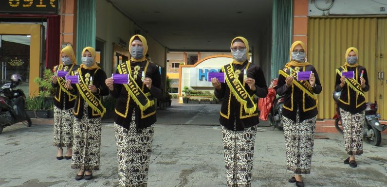 Peringati Hari Kartini, Polwan Satlantas Polres Rembang Turun Ke Jalan