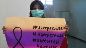 Persatuan Perawat Nasional Indonesia (PPNI) Kabupaten Rembang, hari Jum'at (10/04) menggelar aksi keprihatinan terhadap peristiwa penolakan pemakaman jenazah perawat di Semarang.