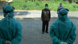 Bupati Rembang, Abdul Hafidz saat mengecek pos antisipasi Covid-19 di perbatasan Kabupaten Rembang dan Kabupaten Blora.