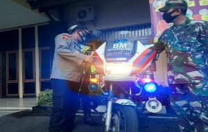 Kapolres Rembang bersama Komandan Kodim mengecek kesiapan kendaraan yang digunakan untuk mengamankan malam takbiran, Sabtu (23/05).