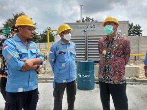 Bupati Rembang, Abdul Hafidz mengunjungi stasiun pengisian gas di Dusun Padas Desa Jatihadi Kecamatan Sumber, Selasa siang (12 Mei 2020).