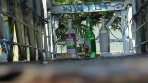 Botol-botol Miras di atas jembatan layang Pantura Jl. Diponegoro Rembang.