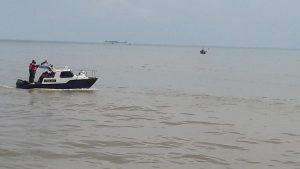 Suasana pencarian nelayan hilang di perairan utara Rembang, Selasa (05 Mei 2020).
