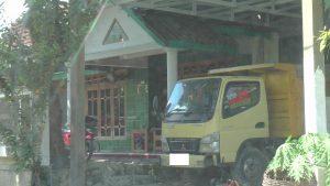 Kami mendatangi rumah Mino, di Desa Sumberejo Kecamatan Pamotan. (Foto atas) Suasana balai desa Sumberejo, Kec. Pamotan, Minggu pagi (17 Mei 2020).