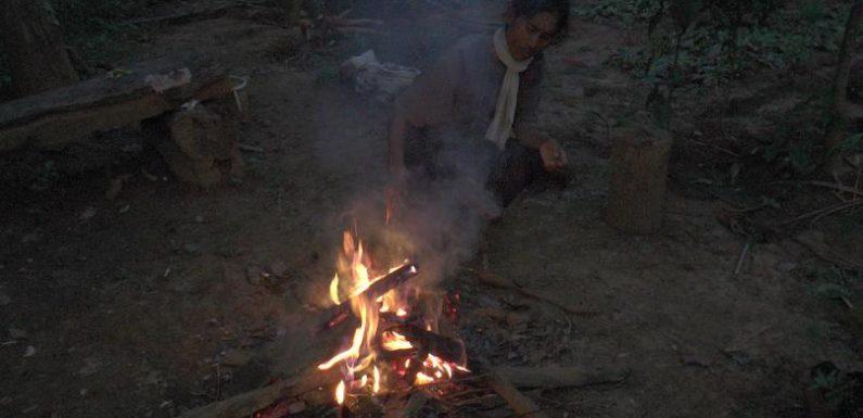 Wanita Tangguh Hidup Sendiri Di Hutan, 2 Anaknya Mampu Lulus UI
