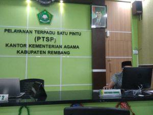 Loket pelayanan di Kantor Kementerian Agama Kabupaten Rembang.