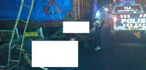 Kecelakaan sepeda motor roda 3 menghantam truk parkir di Rembang, beberapa waktu lalu.