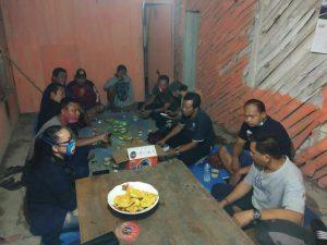 Suasana pertemuan Pas Dendang, membahas kegiatan Ngamen Bareng.