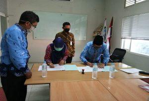 Penandatanganan kerja sama di kantor PDAM Rembang, Kamis (25/06), untuk memenuhi kebutuhan air bagi warga Perumahan Graha Kartini.