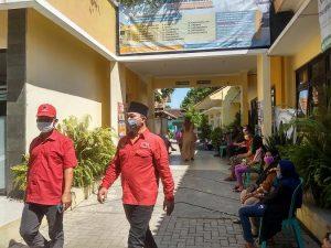 Ridwan (berpeci) bersama Widodo, saat kegiatan DPC PDI Perjuangan Kabupaten Rembang, baru-baru ini.