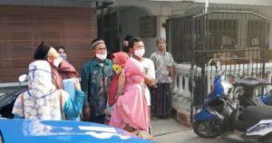 Santri mulai berdatangan ke Ponpes di Sarang. (Foto atas) Bupati Rembang, Abdul Hafidz mengecek pos pemeriksaan santri di salah satu Ponpes.