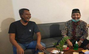 Kebersamaan Abdul Hafidz (berpeci) dengan Arifin, dalam satu kesempatan.