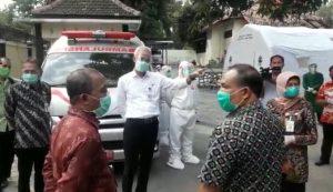 Gubernur Jawa Tengah, Ganjar Pranowo mengunjungi Panti Lansia di Rembang, Rabu sore (01/07).
