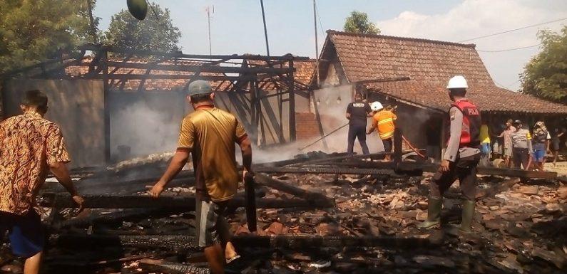 Detik-Detik Kebakaran Candimulyo, Api Membesar Ludeskan Rumah. Apa Penyebabnya ?