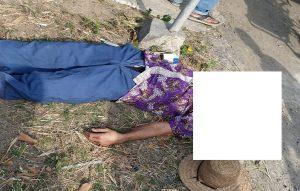 Korban meninggal dunia tergeletak di pinggir jalur Pantura, depan Pasar Kaliori, Jum'at pagi (24/07). Tampak diamankan pula sepeda milik korban.