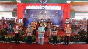 Bantuan untuk pelaku usaha pariwisata dan ekonomi kreatif di Rembang, Kamis (23/07).