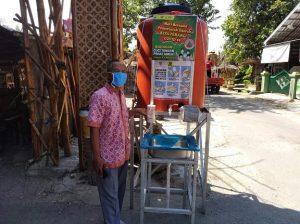 Sarana cuci tangan disiapkan oleh pengelola Pasar Brumbung, menuju masa New Normal. (Foto atas) Suasana Pasar Brumbung di tengah pandemi Covid-19.