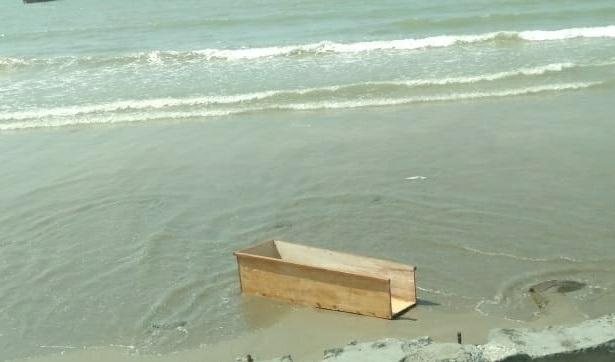 Jenazah Diminta Pihak Keluarga, Peti Dibuang Ke Laut