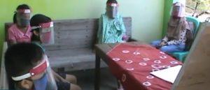 Selain belajar daring, sejumlah sekolah di Rembang juga memberlakukan sistem kunjungan guru melalui kelompok belajar.