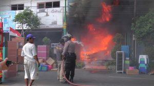 Kebakaran di Toko Mebel Tunggal Jaya Ayaw Rembang, Rabu siang (05 Agustus 2020).