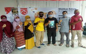 Kantor DPD PKS Kabupaten Rembang dibuka untuk sarana belajar, lengkap dengan wifi gratis dan guru pendamping. Tampak pengurus DPD PKS Kabupaten Rembang foto bareng, seusai launching, Minggu (16/08).