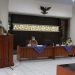 Pejabat sementara (PJS) Bupati Rembang, Imam Maskur menyampaikan arahan, pada hari pertama masuk kerja, Senin (28/09).
