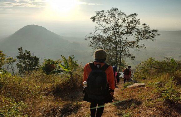 Sosok Kades Wanita Ini Ketagihan Naik Gunung, Manfaatkan Waktu Di Akhir Pekan