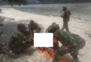 Aparat di Karimunjawa Jepara, saat mengevakuasi mayat korban, belakangan diketahui merupakan warga Desa Kebloran, Kecamatan Kragan, Kabupaten Rembang.