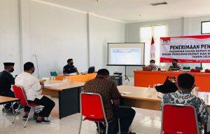 KPU Rembang memberikan sosialisasi pemeriksaan kesehatan kepada tim penghubung bakal calon Bupati dan Wakil Bupati, Minggu (06 September 2020).