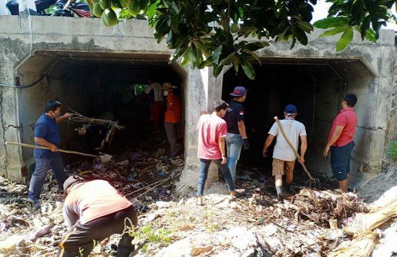 Kerap Jadi Biang Banjir, Warga 8 RT Bergantian Turun Tangan