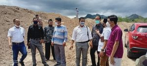 Komisi II DPRD Rembang mengecek limbah bekas pengolahan kelapa sawit di Desa Jatisari Kecamatan Sluke.