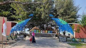 Pantai Balongan Desa Balongmulyo, Kecamatan Kragan. (Foto atas) Korban tenggelam sempat dibawa ke Puskesmas Kragan, 1 anak dirujuk menuju RSUD dr. R. Soetrasno Rembang.