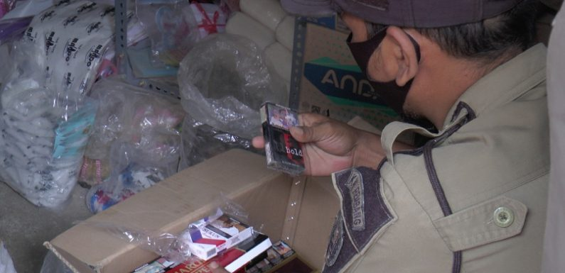 Penjual Rokok Ilegal Ini Punya Cara Ekstrim Sembunyikan Barang, Akhirnya Ketahuan Juga