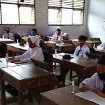 Suasana simulasi pembelajaran tatap muka di SMP N I Pamotan, Senin (05 Oktober 2020).