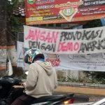 Tulisan-tulisan seperti ini banyak bertebaran di wilayah Kabupaten Rembang.